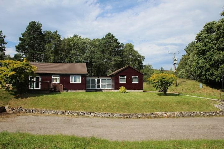 6 bedroom lakeside House Scotland