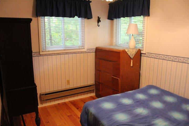 3rd bedroom (downstairs)