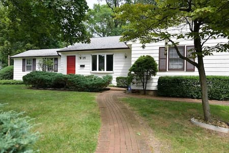 Absolute Charmer In North Syosset! 3 Bed House!