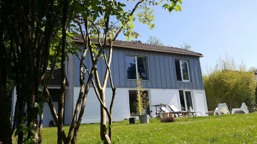 1 chambre dans maison d'archi bois - Vertou - Huis
