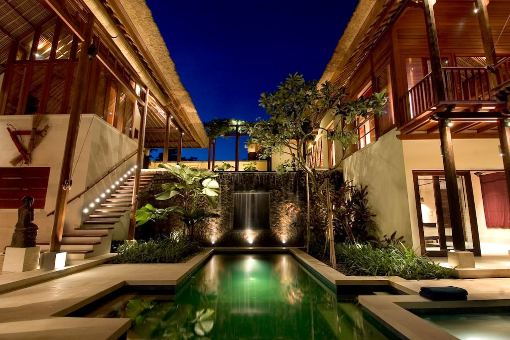 Swimming pool and jacuzzi by night