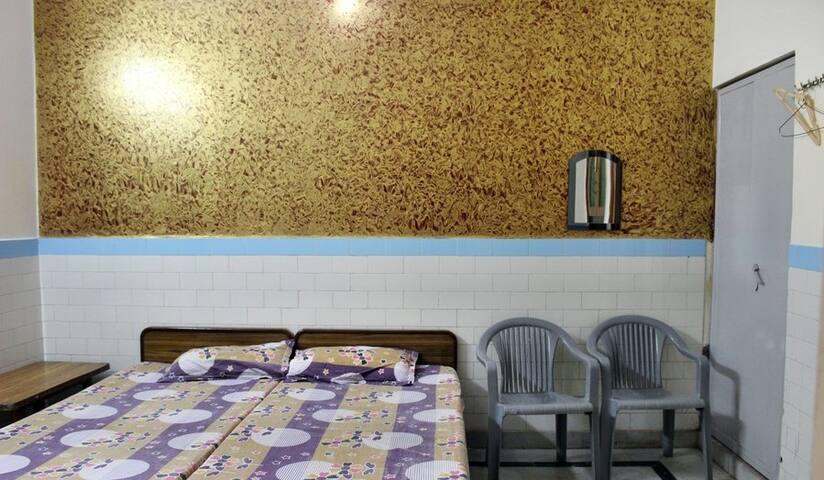 AC Room-mag - Vrindavan - Gjestehus