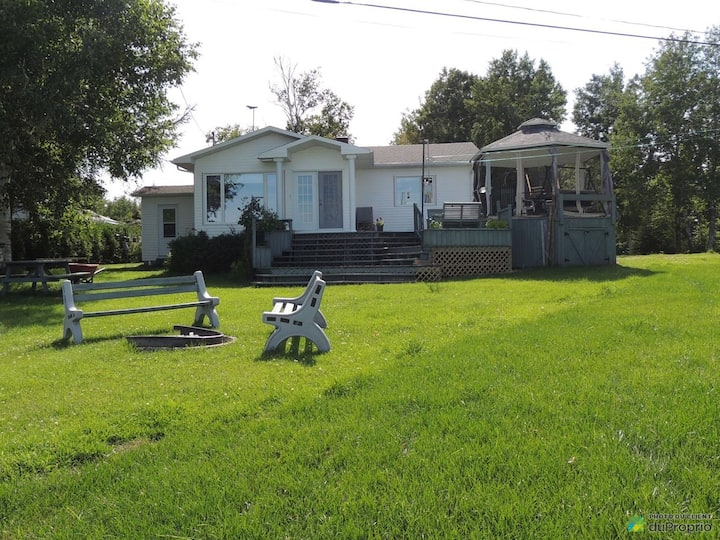 Enjoy Lac-St-Jean with this awesome house!