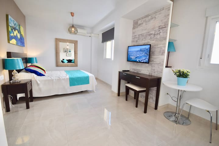 **CENTRAL PLAYA**  Modern Beach Side Apartment
