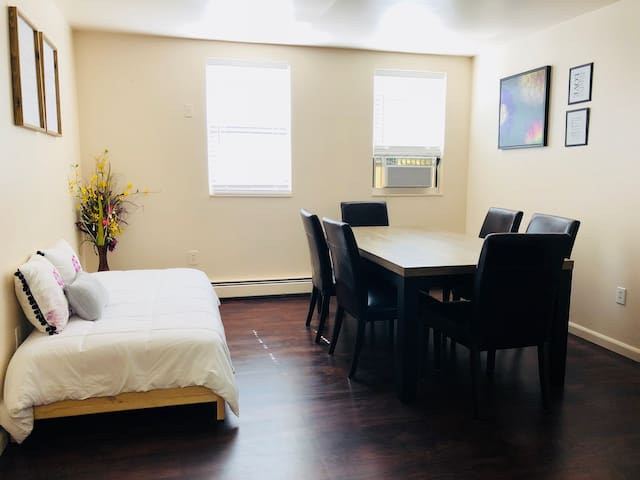 Two Bedroom Private Apartment EWR/NYC/NJTransit 3