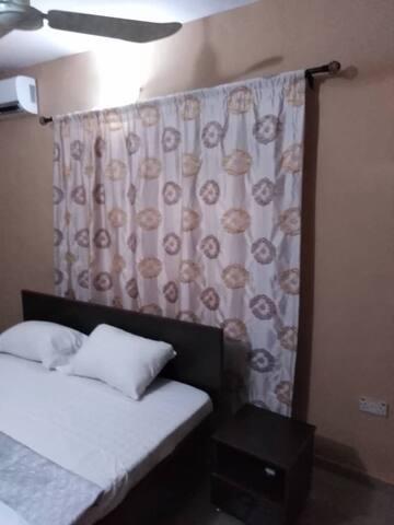 Ten Ten Apartments - The COZY Room