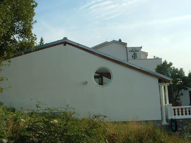 Villa ETI Holiday Home