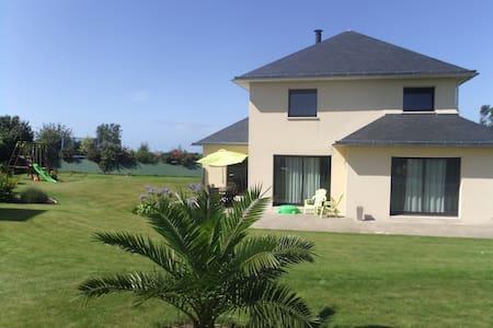 Maison à 5 min des plages de sable fin - Plounévez-Lochrist - Serviceret lejlighed