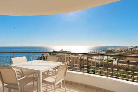 Exclusive 2 bedrooms apartment side seaview