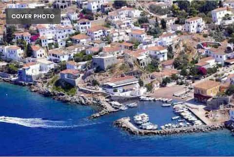 5)Zoe Apartments (No5) Hydra Island Greece