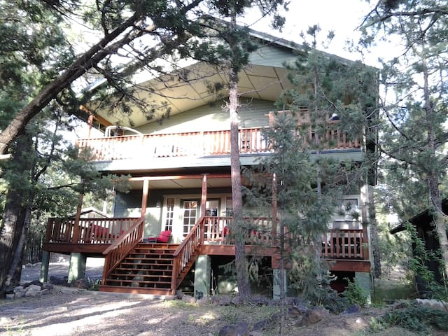 Awesome Hot tub/Fire Pit/7th Night FREE! - Pinetop-Lakeside - Talo