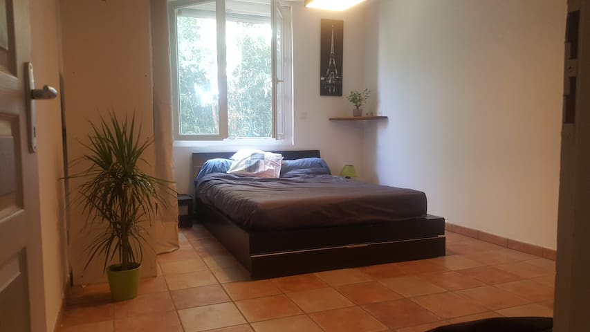 Private Room, 13m²,10min of the center.