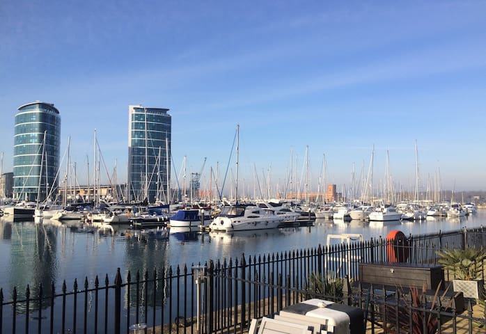 Stunning Marina Location Accommodation for 4 - Saint Mary's Island - Radhus