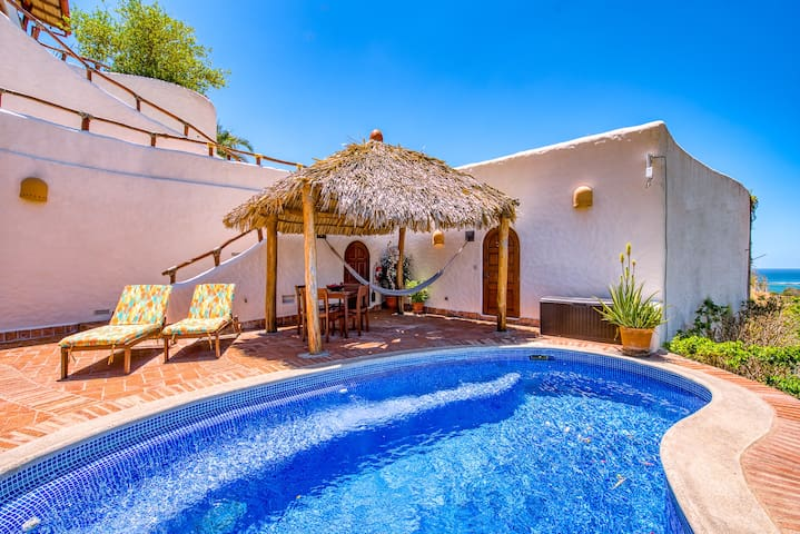 Romantic Retreat Minutes from the Beach
