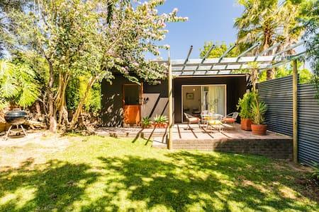 Stellenbosch Gardens Honeysuckle Cottage