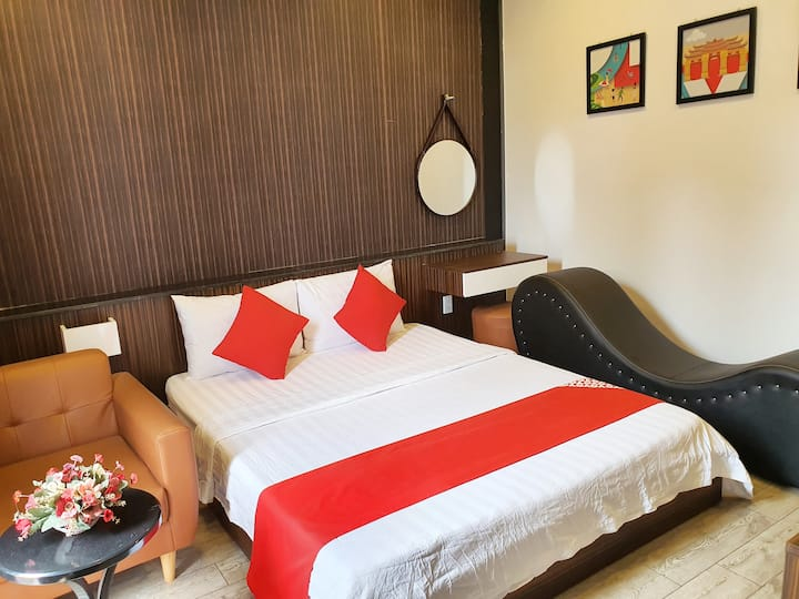 Kha Thy Hotel - Deluxe Room 1 with Balcony ( 21m2)