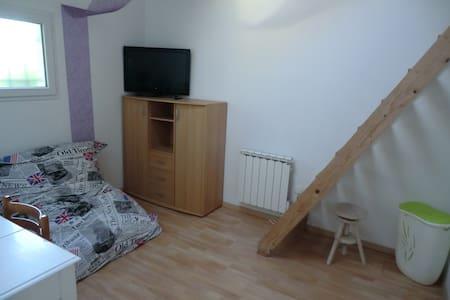 Chambre avec mezzanine - Salaise-sur-Sanne - Dom