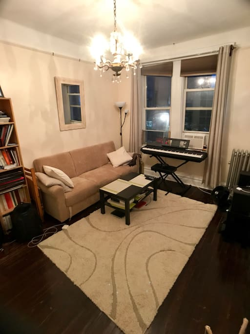 Wonderful apartment in the center of astoria for Aki kitchen cabinets astoria ny