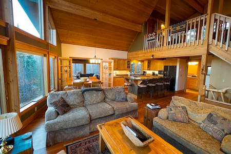 Forest Chalet - Quiet Home, Private Lot, Sleeps 12