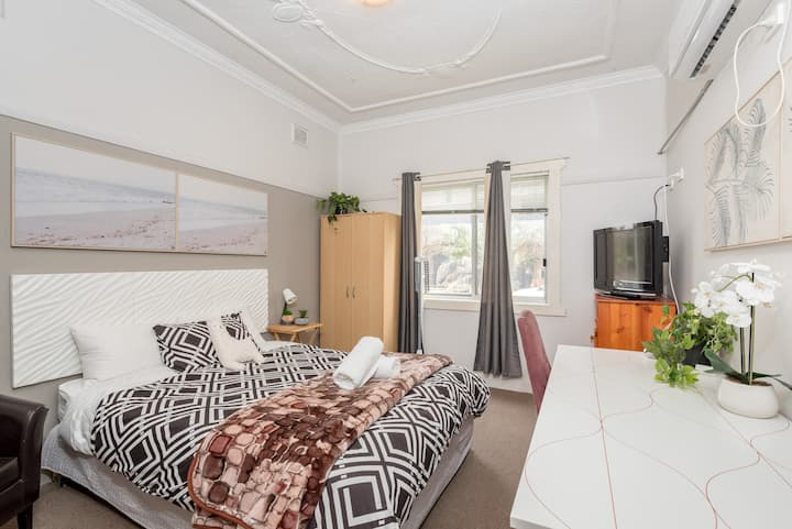 Boutique Private Suite 7 Min Walk to Sydney Domestic Airport 1- SHAREHOUSE
