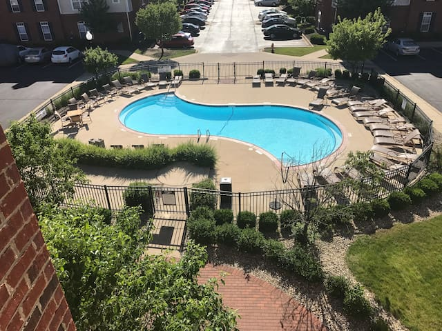 Comfortable Condo w/pool access