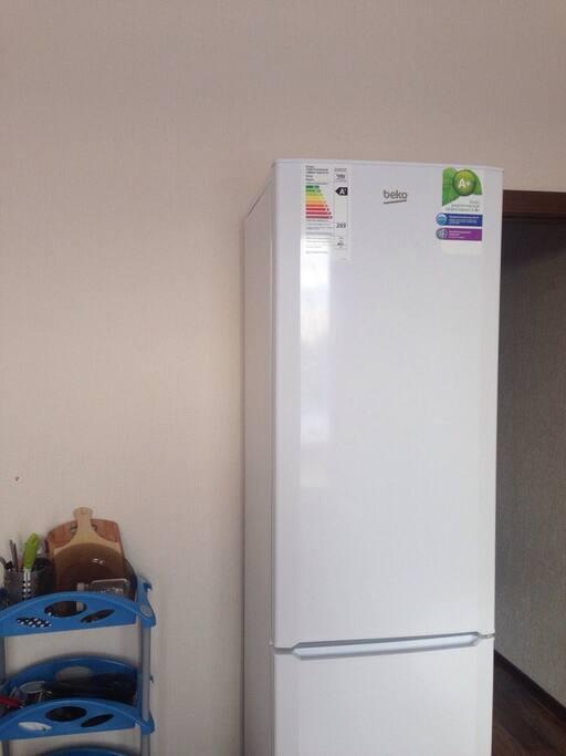 Если в холодильнике есть что то вкусненькое, берите не стесняясь.