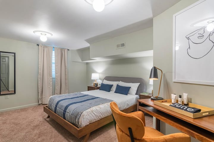 Furnished Room in Convenient Logan Circle Location