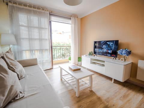 Small and chic! Situated in the center of Valverde