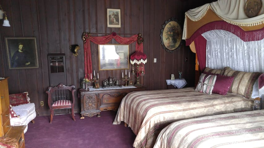 Prince Albert Room - The Inn of Glen Haven