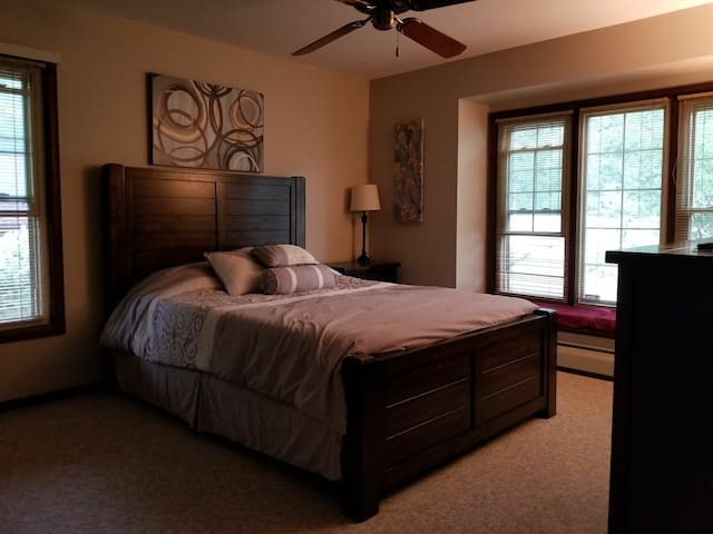 Private Room in Home Close to DTC & Cherry Creek