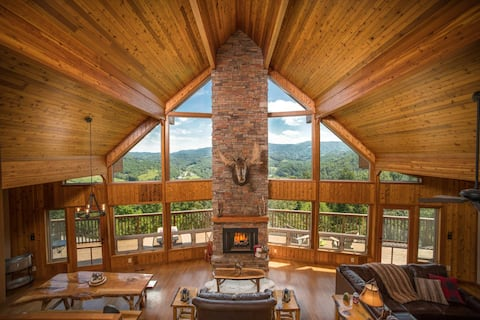 ⭐️Open Living, Grand Views ⛰, Hot Tub, Prime Location ☀️