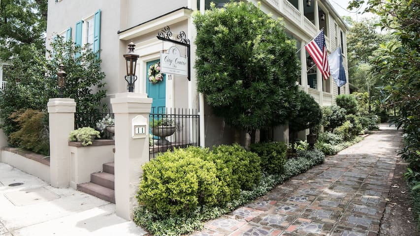 The Coastal Suite in Downtown Charleston