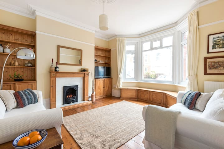 Central Worthing Seaside Beach Apartment
