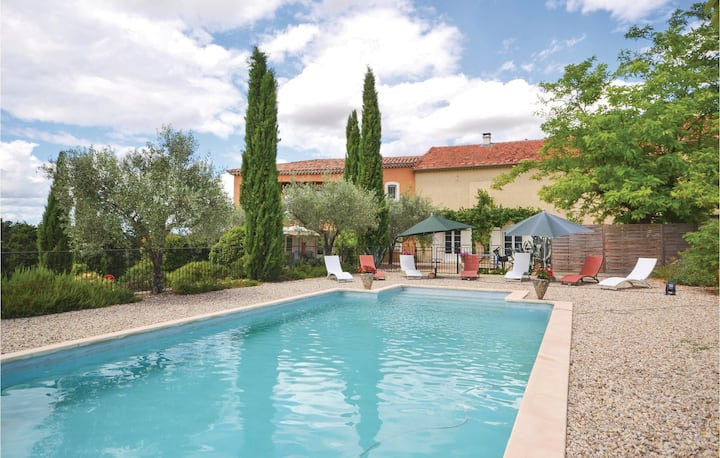 Awesome home in Visan with Outdoor swimming pool and 4 Bedrooms