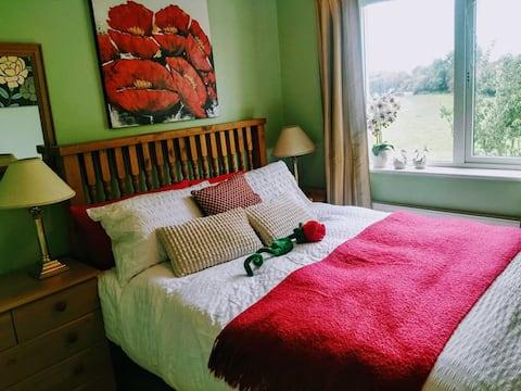 """""""Istaba ar divguļamo gultu"""" jaukā ģimenes mājā1"""