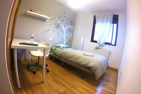 Habitación Privada para 1 persona -best price/prix - Madrid - Byt