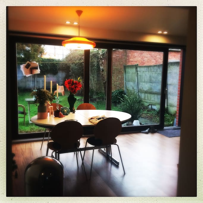 Diningroom with view into the garden