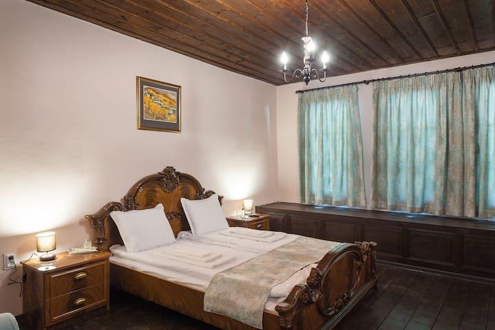 Double room(double bed+single sofa bed) HistoryInn