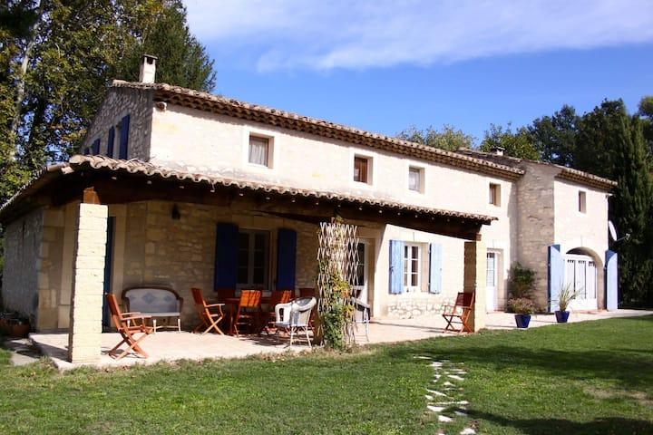 Chambre d'hôtes - Mas provençal avec piscine