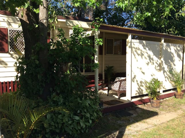Self contained Cabin/Studio/Goodna/25min2Brisbane - Goodna - Houten huisje