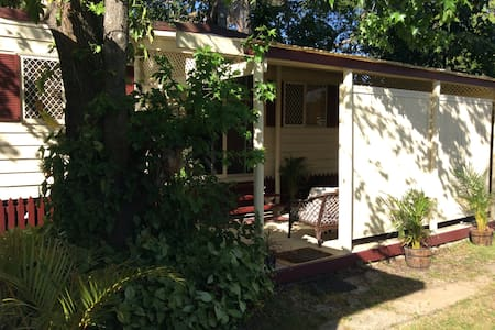 Self contained Cabin/Studio/Goodna/25min2Brisbane - Goodna - 小木屋