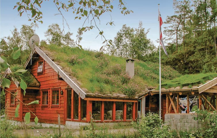 Holiday cottage with 6 bedrooms on 245m² in Eikelandsosen