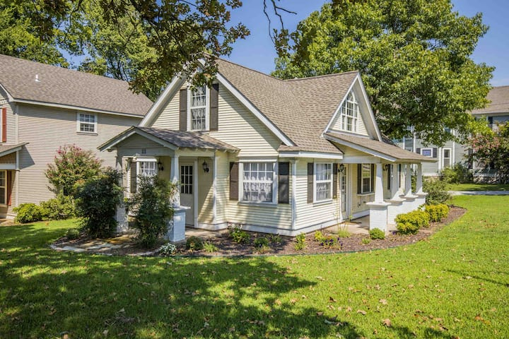 Oak Cottage in Historic Downtown Siloam Springs