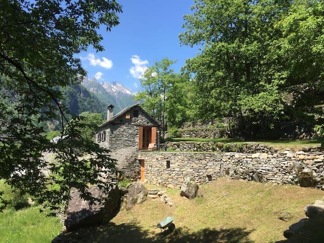 Lauschiges Rustico im wunderschönen Val Bavona