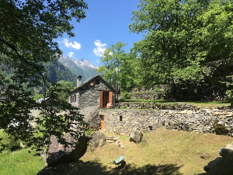 Cosy rustic in the beautiful Val Bavona