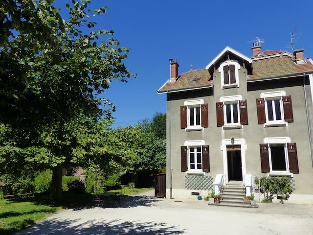 Maison 1900 dans un village de montagne - Saint-Martin-d'Uriage - House