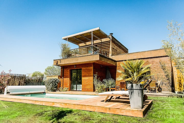ERIKA Wooden house with heated swimming pool