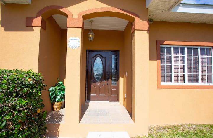 Cultural Splash Inn/Master Suite/Private Entry