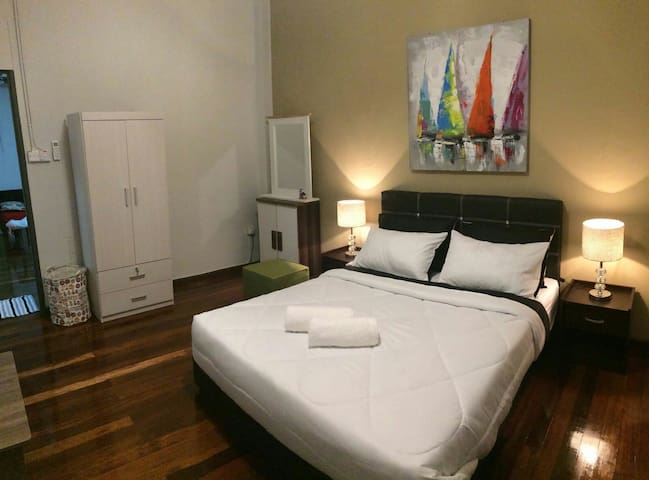 Local Lifestyle @MGH (Double Room 1) - Kuching