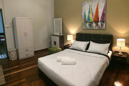 Tours, Cars and Local Living @MGH (Double Room 1) - Kuching